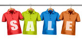 ハンガーに掛かっている価格タグとシャツ。割引の s の概念 — ストックベクタ