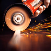 Worker cutting metal with grinder. Sparks while grinding iron — Stockfoto