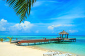 Wooden wharf with pavilion for ships at Maldives — Stock Photo