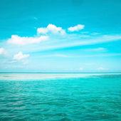 Tropical blue sea water in Maldives — Stock Photo