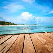 Jetty, beach and jungle - vacation background — Stock Photo