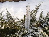 Thermometer in the snow — Stock Photo