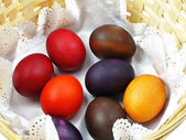 柳条篮与复活节彩蛋 — 图库照片