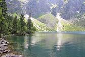 Mountain lake Morskie oko in Tatra mountains in Poland — Stock Photo