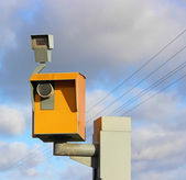 Traffic speed monitoring camera, against a bright blue sky — Stock Photo