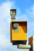 Traffic speed monitoring camera, against a bright blue sky — Foto de Stock