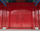 The traditional Chinese wooden doors — Stock Photo