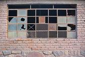 Unieke roestig metaal venster — Stockfoto