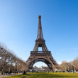 Eiffel Tower View from the Park — Stock Photo