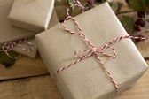 Gift box wrapped in recycled paper with ribbon bow — ストック写真