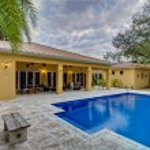 Swimming pool backyard. — Stock Photo #22538291