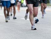 ноги бегунов в matathon. — Стоковое фото