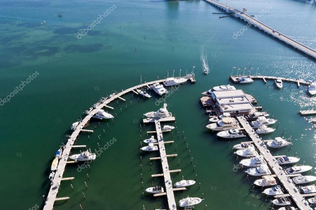 vista a�rea de la marina en la bah�a de biscayne � Foto stock ...