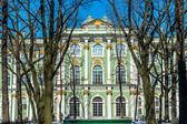 Famous Winter Palace in Saint Petersburg — Stock Photo