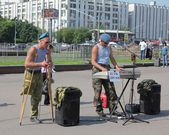 Two former soldiers earn on life by performance of songs — Stock Photo