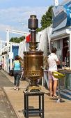Padesát litr samovar na ulici města — Stock fotografie