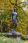 "Statue in the arboretum ""Alexandria"" — Stock Photo"