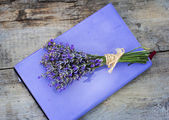 Bouquet of lavender and diary — Stockfoto