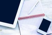 日記、携帯電話、タブレット pc — ストック写真