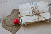Vintage love letters and hand made heard — Stockfoto