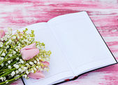 Notebook and a bouquet of lilies of valley and tulips — ストック写真