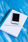 дневник и мобильный телефон — Стоковое фото