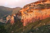 红色和黄色砂岩峭壁 — 图库照片