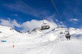 Wyciągu krzesełkowego w ośrodku narciarskim — Zdjęcie stockowe