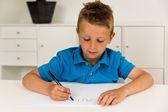 Niño escribiendo el alfabeto de abc — Foto de Stock