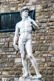 The statue of David by Michelangelo ( hdr) on the Piazza della Signoria in Florence, Italy — Stock Photo