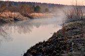 Mgła nad rzeką — Zdjęcie stockowe