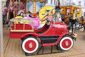Rode auto in carrousel — Stockfoto