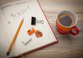 Ouvert un organiseur personnel avec une liste à faire — Photo