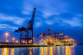 Containerterminal zur Blauen Stunde Containerterminal at twiligh — Stock Photo
