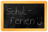 Schulferien chalk on blackboard — 图库照片