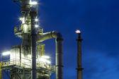 Chemische fabriek 's nachts — Stockfoto