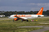 EasyJet A320 Taxiing on Airbus Plant — Foto Stock
