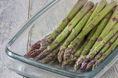 Asparagus in glass dish — Stock Photo