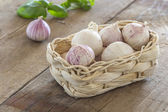 Garlic cloves in a basket — Stock Photo