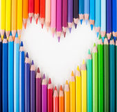 Renkli kalemler kalp şekli — Stok fotoğraf