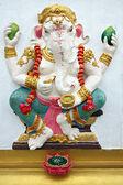 Ganesh estatua blanca en templo. — Foto de Stock