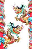 在中国寺庙中的两个龙雕像。. — 图库照片