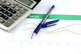 Pen and calculator on business graph. — Stock Photo