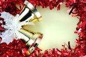 Ruban rouge décorations pour noël et nouvel an. — Photo