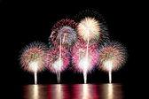 Fireworks of firecracker in de duisternis. — Stockfoto