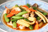 Sauteed vegetables with shrimp. — Stock Photo