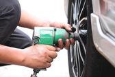 Mechanic repaired wheeled vehicles. — Foto Stock
