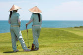 Female caddies and golf course — 图库照片