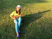 Woman play ukulele — Stock Photo