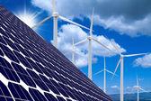 Větrné farmy, solární panely a slunce — Stock fotografie
